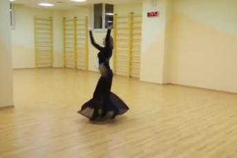 Как она танцует